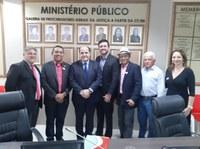 Poderes Legislativo e Executivo de Mangabeiras participam de reunião com MPMA para tratar de precatórios do FUNDEF