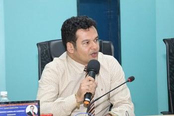 Vereador Emerson Cardoso solicita reforma de praça pública no centro da cidade